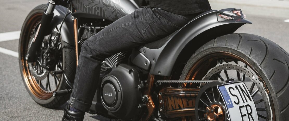Biker wearing ROBBY COR 01 Motorcycle Jeans