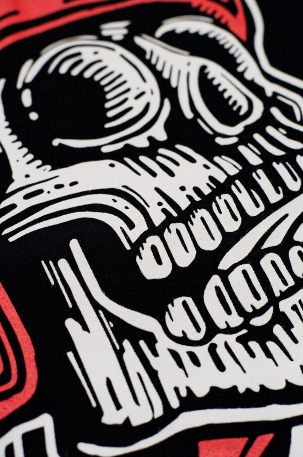 MIKE RED SKULL 1 T-Shirt close-up patch 2